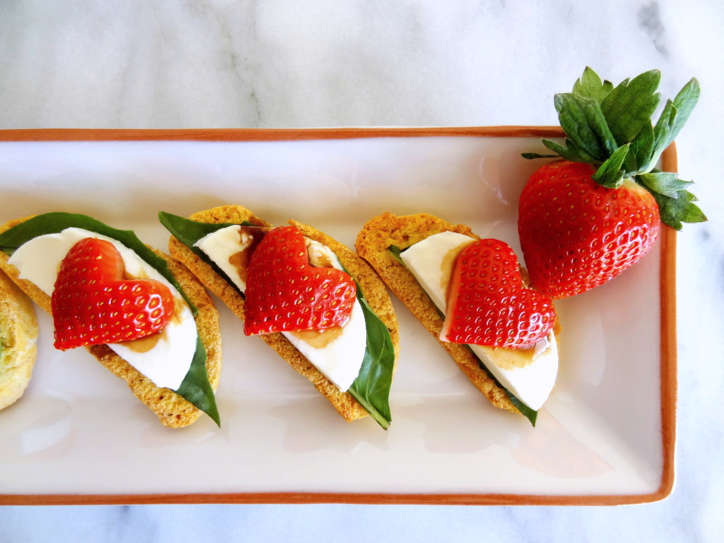 strawberry caprese crostini