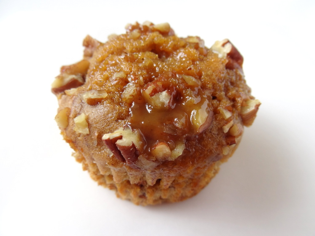 caramel banana pecan muffins